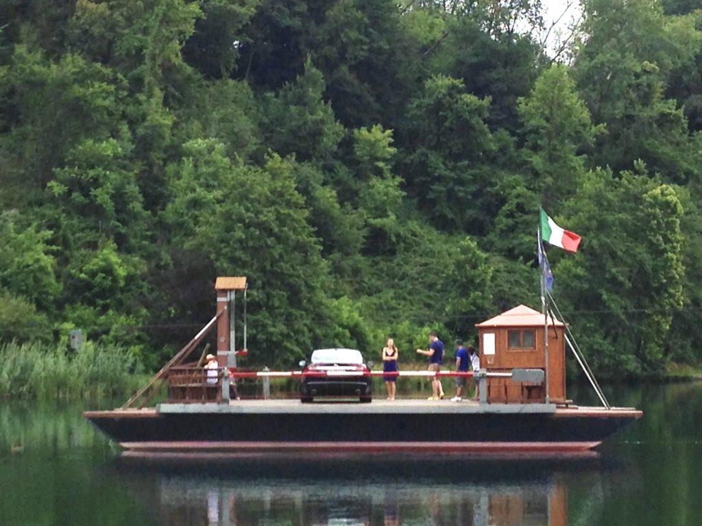 Anche nei pressi di casa nostra possono mostrarcisi paesaggi inaspettati. Nella foto, il traghetto progettato da Leonardo Da Vinci - fiume Adda